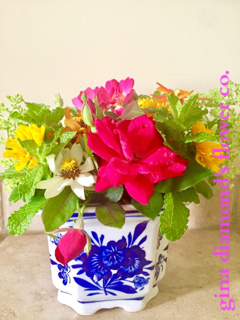 Tutorial How To Make A Floral Arrangement Using Chicken Wire Gina